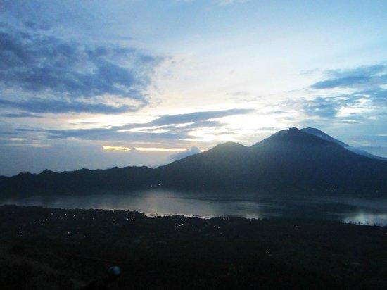 The Ayu Kintamani: sunrise at mt batur