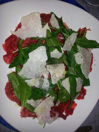 Ristorante Il Geranio: Bedf carpaccio starter. ..huge portions!