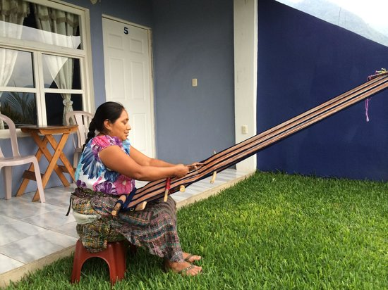 Hotel Pa Muelle: Afternoon weaving