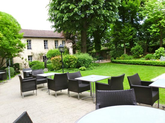 Grand Hotel La Cloche Dijon - MGallery Collection : Peaceful Garden.
