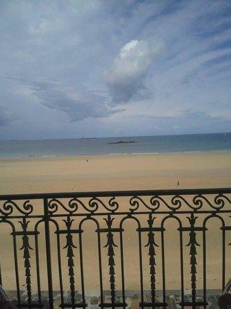 Kyriad Saint Malo Centre - Plage: Vue sur la mer