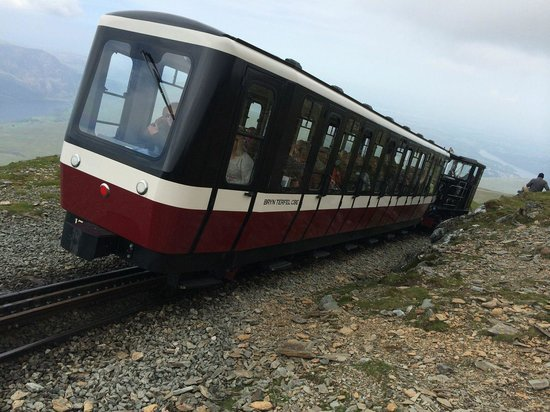 Snowdon Mountain Railway : The carriages were cramped and uncomfortable.