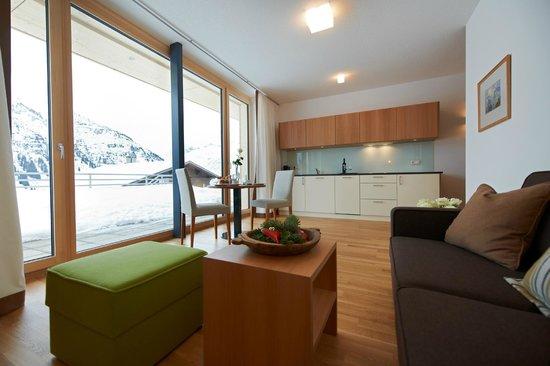 Schneeglöckle Appartements: Wohnen mit Panorama-Aussicht auf die verschneite Bergwelt und direkt an der Skipiste