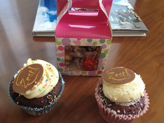 The George Limerick: Cupcakes in room on arrival
