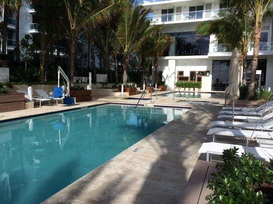 Grand Beach Hotel Surfside: une des piscines