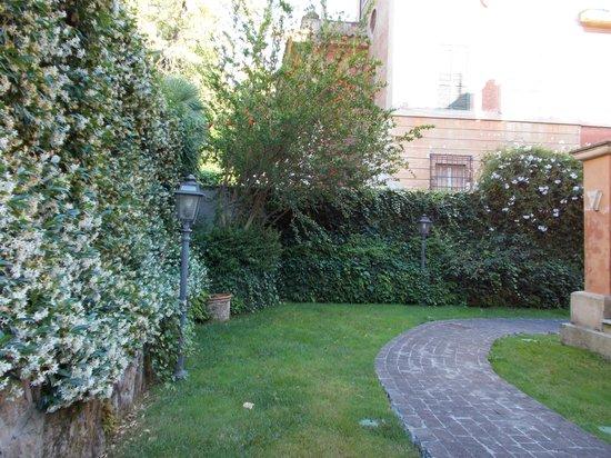 Hotel Aventino: gardens