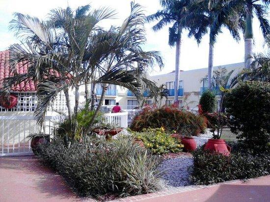 Howard Johnson Hotel Ponce PR: Patio