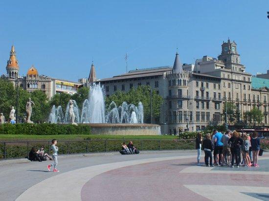 Plaza de Cataluña: Catalunya Square