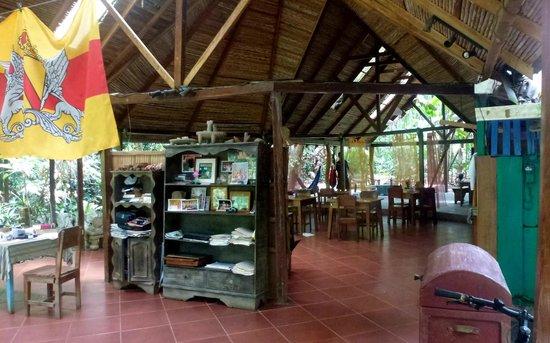 Playa Chiquita Lodge: Aufenthalts- und Frühstückshalle