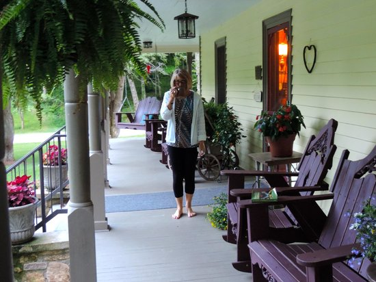 The Buck House Inn on Bald Mountain Creek: Front Porch of Inn