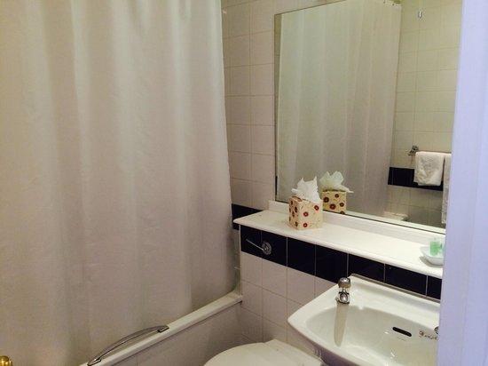 Britannia Manchester Hotel: Bathroom