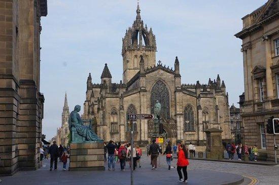 Mercure Edinburgh City - Princes Street Hotel: Catedral St. Giles