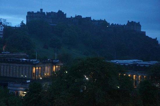Mercure Edinburgh City - Princes Street Hotel: Vista Nocturna Castillo de Edimburgo