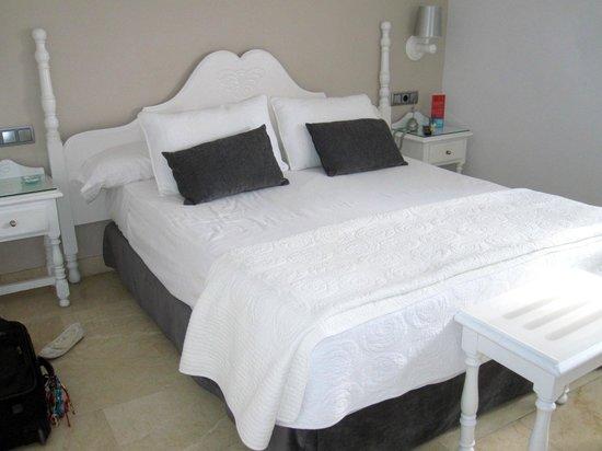 Toledo Carlos V Hotel - Room #416 bed