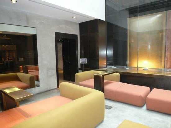 STRAFhotel | a Member of Design Hotels™ : Lobby area