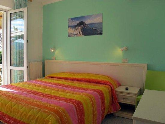 Park Hotel Residence Villa Marinu': CAmera del Trilocale
