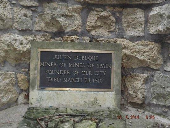Julien Dubuque Monument: Monument Marker