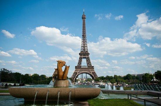 Hôtel Kleber Champs-Élysées Tour Eiffel Paris : Walking distance to Eiffel Tower
