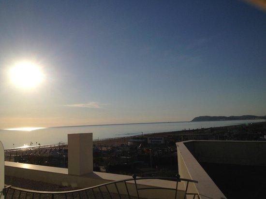 Hotel Sarti: Vista mare camera lato piscina