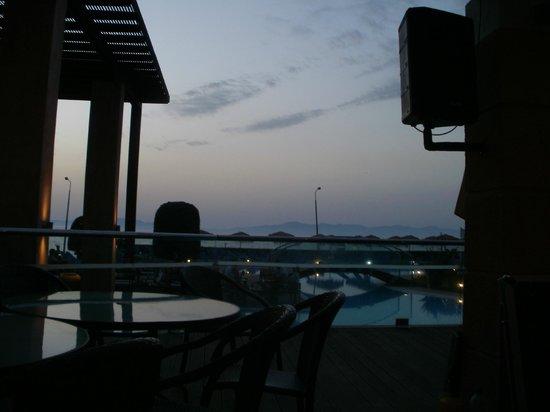Oceanis Hotel: Utsikten från poolbaren