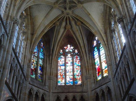 Basilique Notre-Dame de l'Epine : Vitraux
