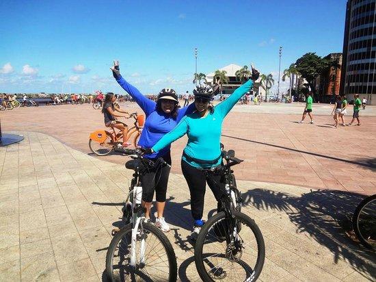 Praça do Marco Zero: Ponto de encontro de diversas tribos, inclusive nós, ciclistas