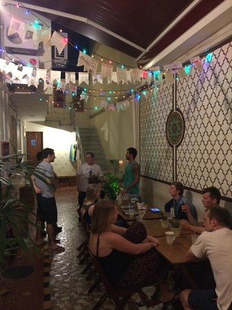 Discovery Hostel: Gathering area during morning and evenings
