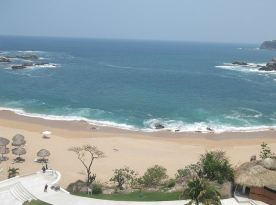 Secrets Huatulco Resort & Spa: La playa desde el Sky bar