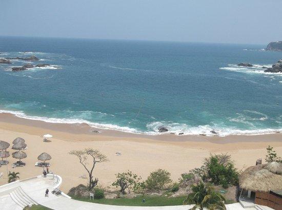 Secrets Huatulco Resort & Spa : La playa desde el Sky bar