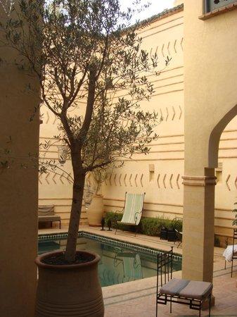 Ryad Dar El Hana: La petite piscine, vue de la salle à manger