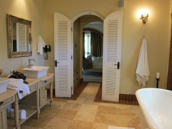 Franschhoek Country House & Villas: Villa Bathroom