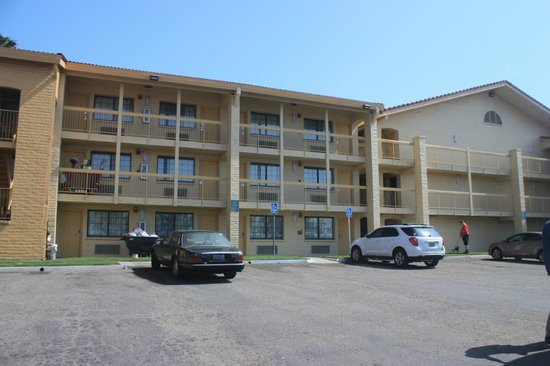 La Quinta Inn Ventura: Exterior of hotel