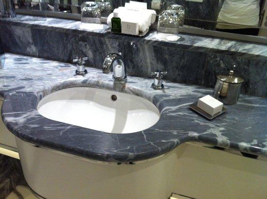 The Berkeley: Room 701 - hand basin