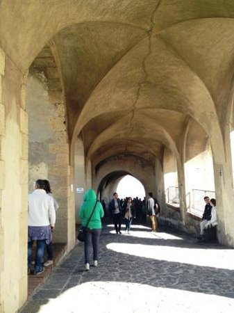 Castel Sant'Elmo : la rampa di accesso al piazzale superiore