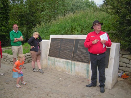 Frontline Tours: Onze gids...  in Flanders Fields