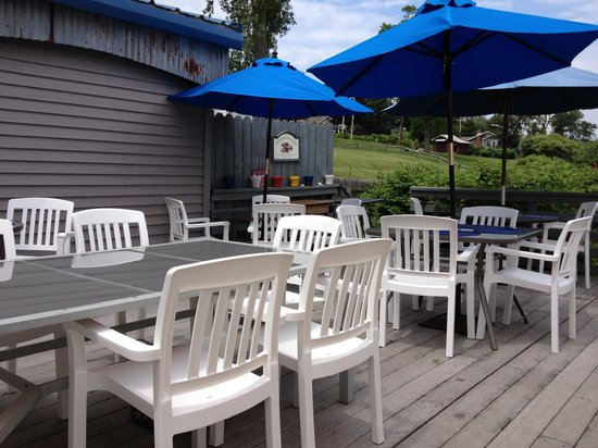 The Watermark: outdoor patio