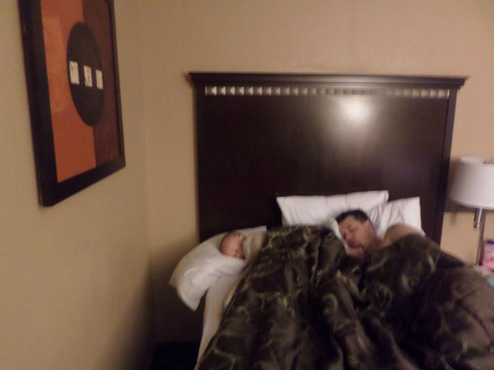 Days Inn Corpus Christi Beach: Another full bed with my boys sleeping in it