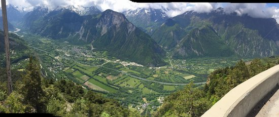 Cycling Ascents : View from Alpe d'Huez