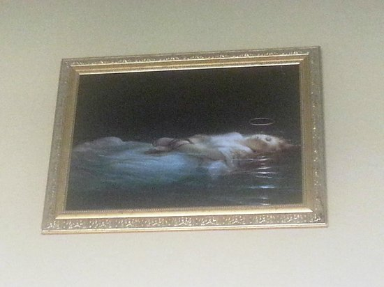 Jerome Grand Hotel: Creepy painting in the room