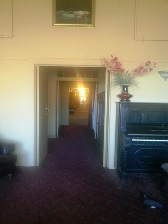 Jerome Grand Hotel: View of the foyer