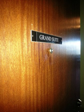 Jerome Grand Hotel: Entry