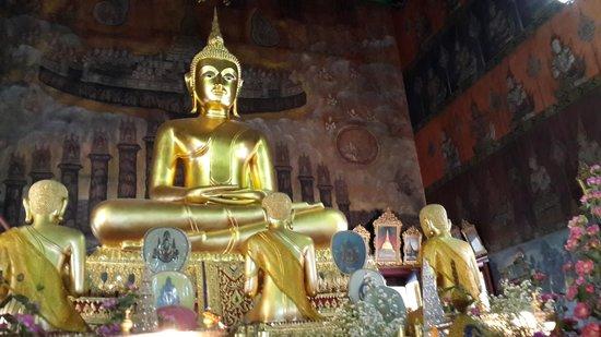 Wat Rakang Kositaram: Buddha
