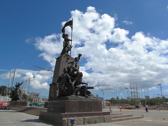 Central Square : Памятник борцам за Советскую власть