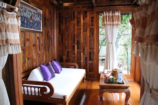 Santhiya Koh Phangan Resort & Spa: chilling out area n the villa
