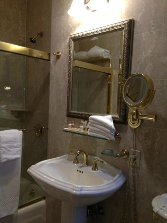 The Iroquois New York: Bathroom in a double room - May 2014