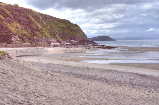 Pentewan Sands Holiday Park: Left of the beach at Pentewan