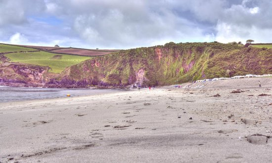 Pentewan Sands Holiday Park: Right of the beach at Pentewan