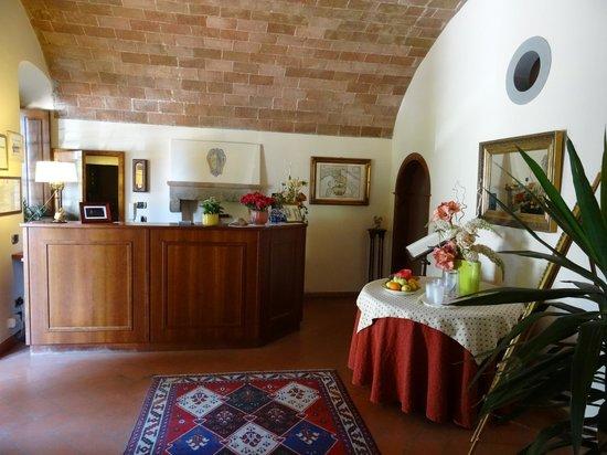 Hotel Villa La Cappella: reception area