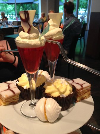 Park Plaza Cardiff: Best afternoon tea I've ever had :)