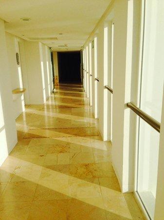 Le Blanc Spa Resort: view of hallway